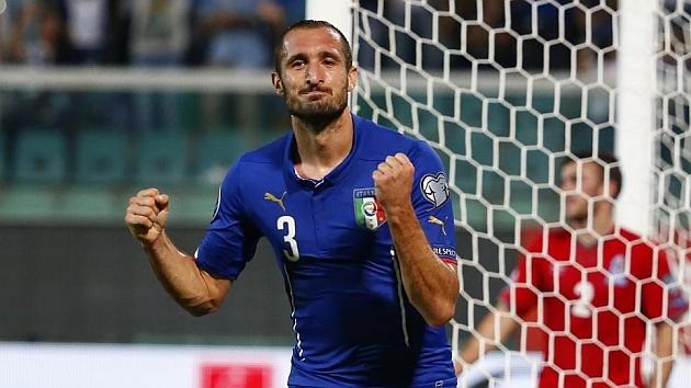 Giorgio Chiellini (36) celebrando un gol con Italia.