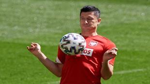 Robert Lewandowski, durante el enrenamiento de la selección polaca.
