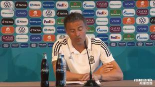 Nunca habíamos visto así a Luis Enrique: con los papeles 'a lo Mourinho' para defender a Morata