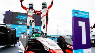 Lucas Di Grassi y René Rast, de Audi Sport, se llevaron la tarde en...