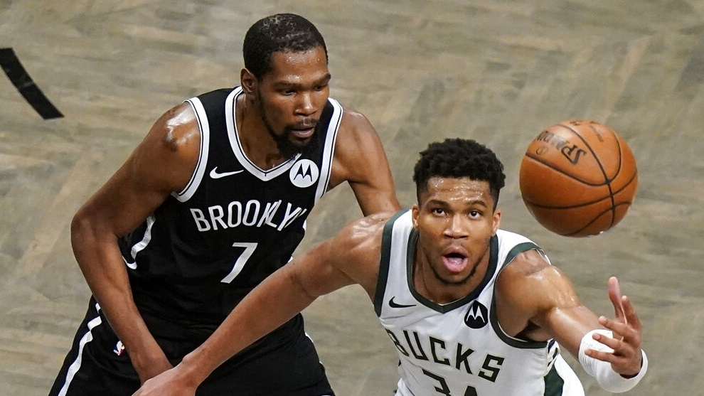 Brooklyn Nets' Kevin Durant (7) defends against Milwaukee Bucks' Giannis Antetokounmpo (34).