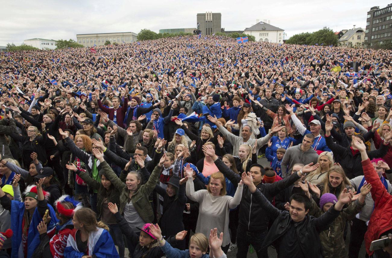 Afición de Islandia en una celebración