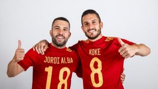 Jordi Alba y Koke, con las camisetas de la selecció.