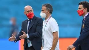 Luis Rubiales, Luis Enrique y Molina, antes del partido ante Polonia...