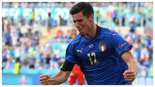 Matteo Pessina celebra su gol contra Gales.