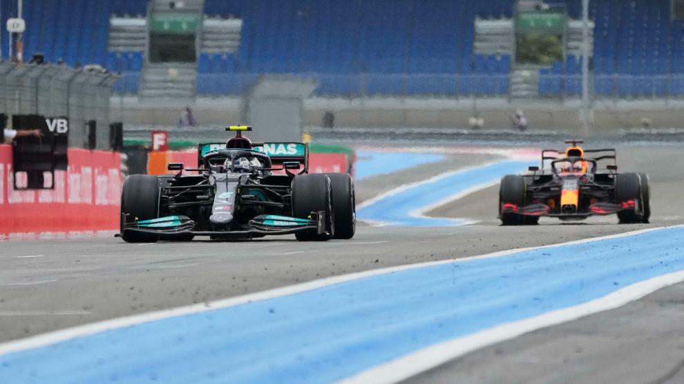 Bottas, perseguido por Verstappen.