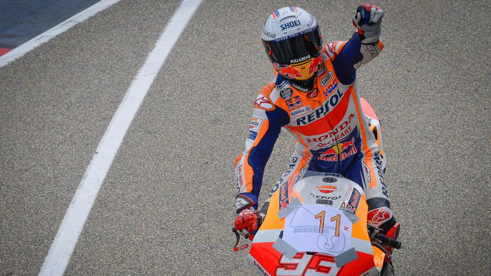 Marc, tras ganar en Sachsenring por undécima vez consecutiva.