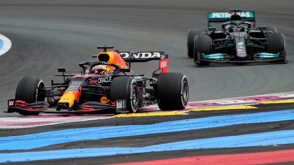 Verstappen, por delante de Hamilton, en el Paul Ricard.