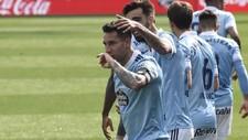 Hugo Mallo se besa la mano para celebrar un gol en el partido ante el...