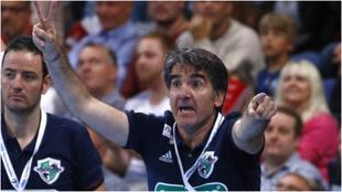 Antonio Carlos Ortega, dirigiendo un partido del Hannover /