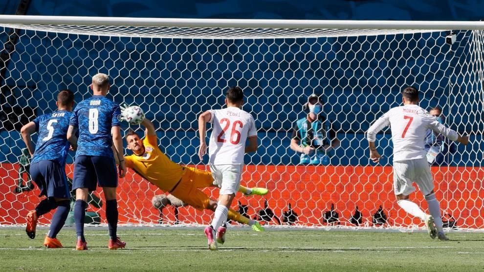 Morata falla el penalti para España