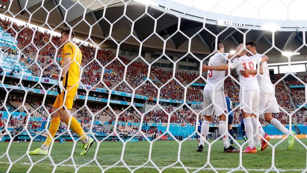 Sarabia anotó el tercero para España