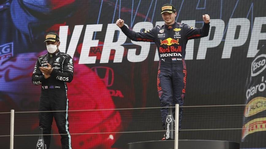 Verstappen y Hamilton, en el podio del GP de Francia 2021.