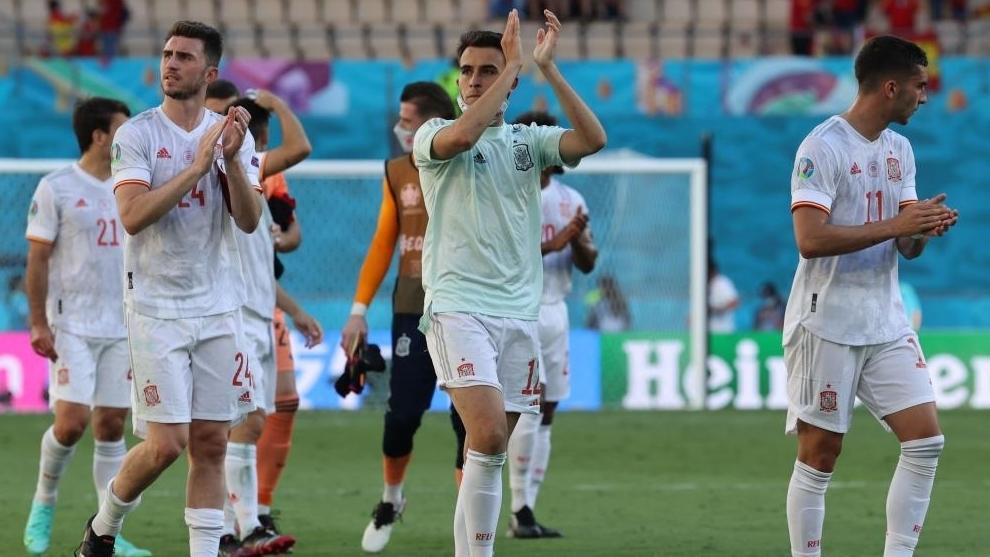 Jugadores españoles celebrando la victoria ante Eslovaquia