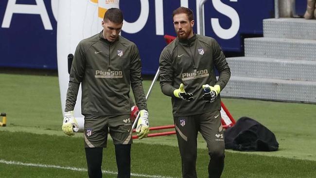 Grbic y Oblak durante un entrenamiento del Atlético.