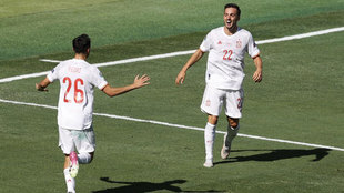 Pedri y Pablo Sarabia, celebrando el primer gol de España