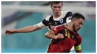 Hazard, durante el partido ante Finalndia en la Eurocopa en el que fue...