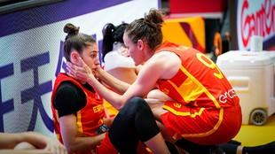 Laia Palau trata de consolar a María Conde tras la derrota ante...