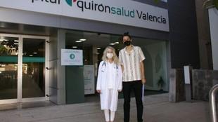 Alba Torrens, a la salida del hospital.