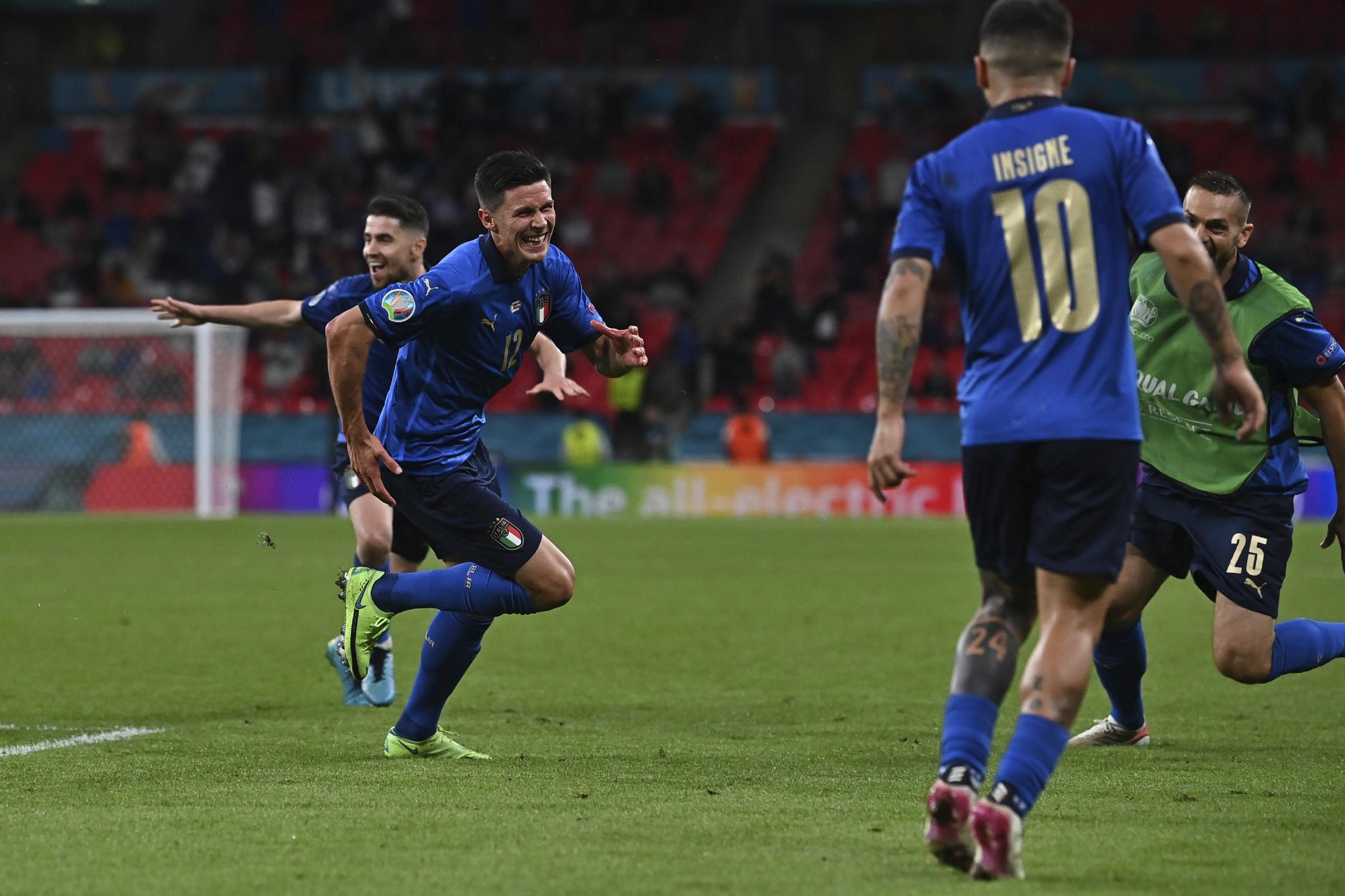 Matteo Pessina, left, celebrates