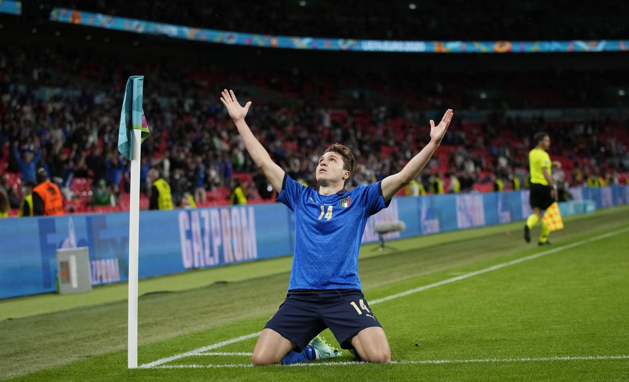 Federico Chiesa celebrates