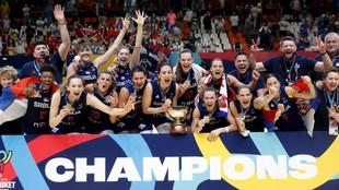 Serbia celebra el título del Eurobasket obtenido en Valencia.