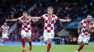 Luka Modric celebra el gol logrado con su selección ante Escocia en...