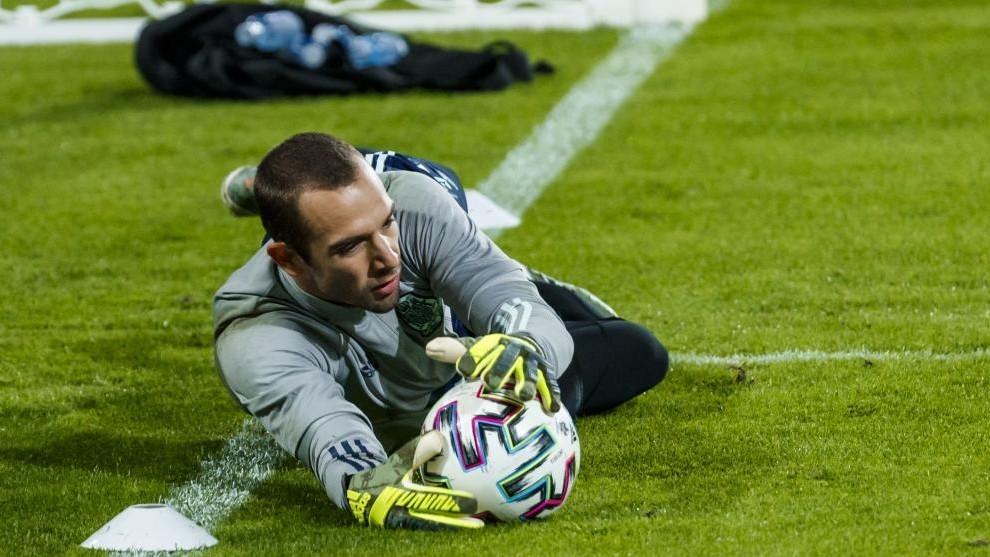 Pau López, durante un entrenamiento con la Selección.