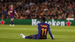 Dembélé, lesionado sobre el césped del Camp Nou.