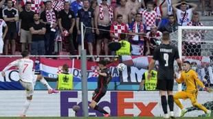 El gol perfecto de Morata para salvar a España... y la pancarta que despertó las sonrisas