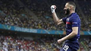 Benzema celebra uno de sus goles ante Suiza en la Eurocopa.
