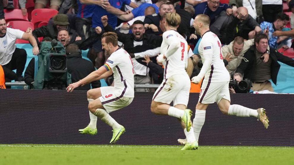 Kane celebra su gol a Alemania.