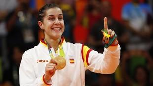Carolina Marín, con la medalla de oro en badminton ganada en Río...