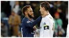 Neymar y Ramos se saludan tras el PSG-Real Madrid de la 19-20.