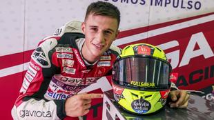 Sergio García Dols posa con su casco.
