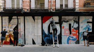 Los 'Messi' o 'Vinicius' del graffiti pintan el 'Hall of Fame' en Malasaña