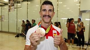Carlos Coloma, con la medalla de bronce en mountain bike ganada en los...