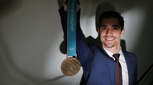 Javier Fernández, con la medalla de bronce en patinaje ganada en los...