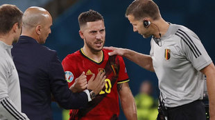 Hazard se retira lesionado ante Portugal.