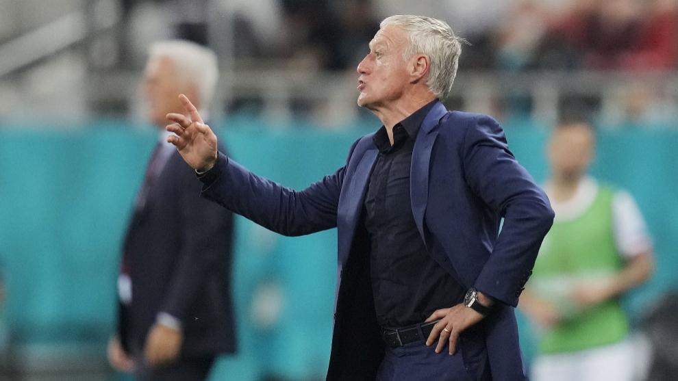 Didier Deschamps dirigiendo a Francia durante la Eurocopa