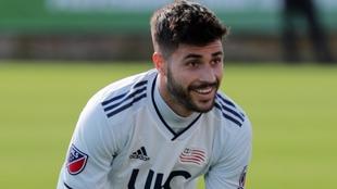 Carles Gil jugando por el New England Revolution de la MLS.