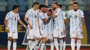 Lionel Messi selló la goleada de Argentina sobre Ecuador para avanzar...