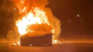 El Tesla Model S Plaid en llamas