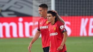 Luka Romero es felicitado durante un encuentro de liga.