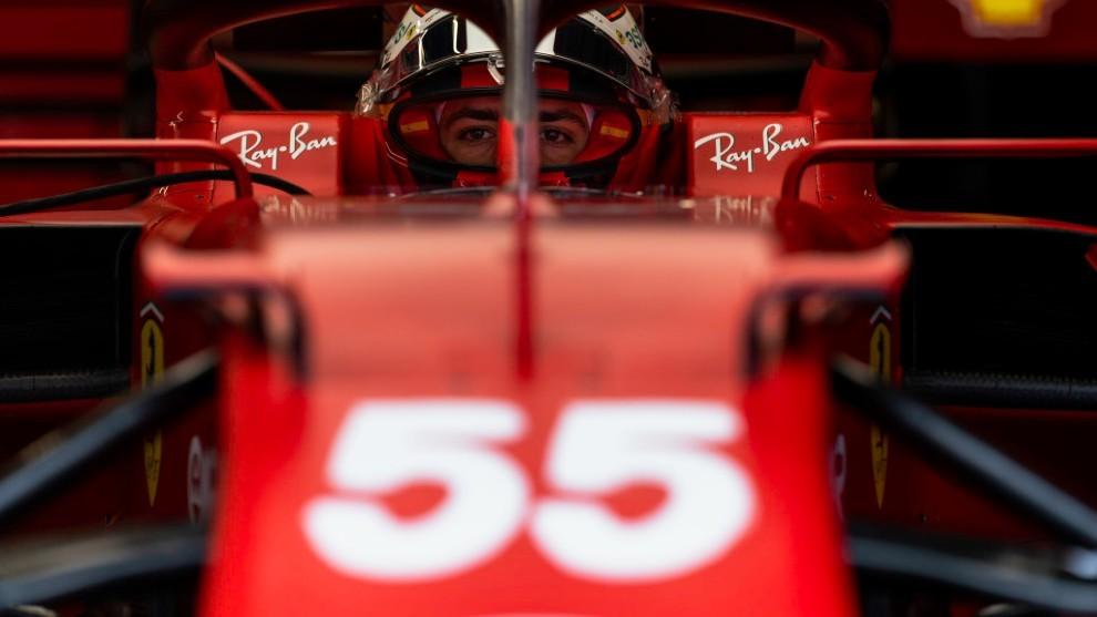 Carlos Sainz, ayer en el garaje del equipo Ferrari antes del Gran Premio de Austria.