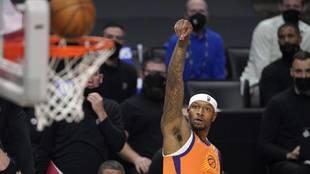 Torrey Craig lanza a canasta en las Finales del Oeste con los Suns