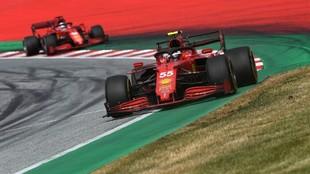 Sainz, por delante de Leclerc en la carrera de ayer.
