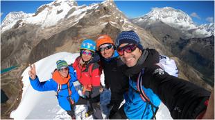 Los Pou, con Micher Quito y Luciana Juárez, en la cumbre del Mateo.