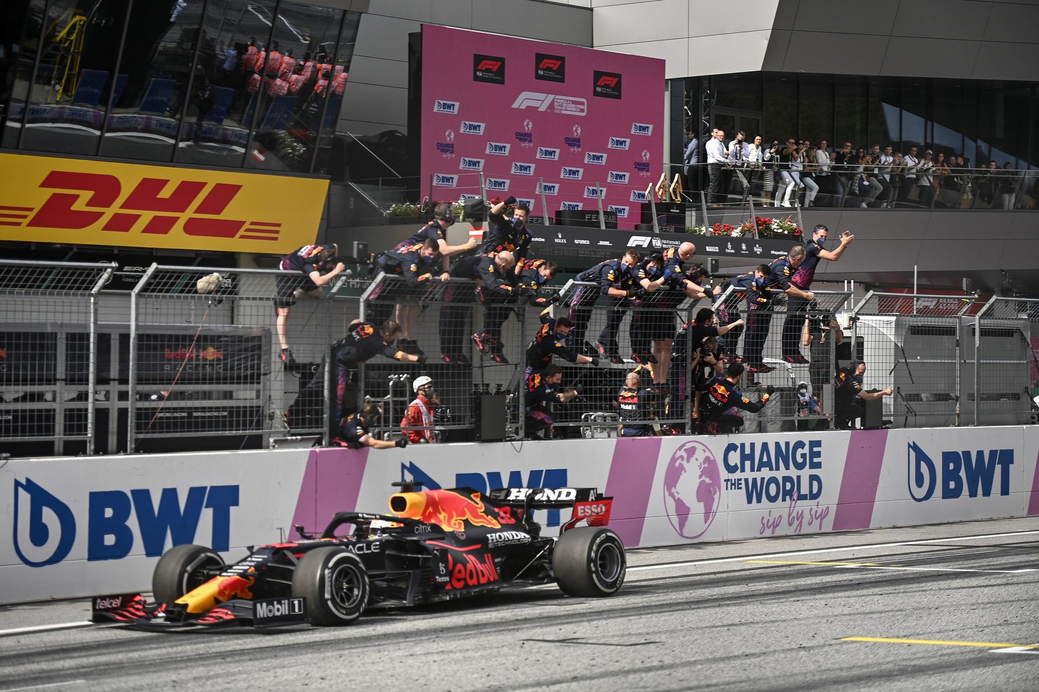 Spielberg (Austria), 04/07/2021.- Dutch Formula One driver lt;HIT gt;Max lt;/HIT gt; lt;HIT gt;Verstappen lt;/HIT gt; of Red Bull Racing wins the Formula One Grand Prix of Austria at the Red Bull Ring in Spielberg, Austria, 04 July 2021. (Fórmula Uno) EFE/EPA/CHRISTIAN BRUNA