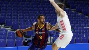 Hanga en un partido ante el Madrid defendido por Causeur.